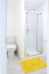 Large and spacious shower and bathroom in LSI Portsmouth Student house.