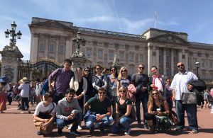 A group of LSI Portsmouth students posing outside Buckingham palace