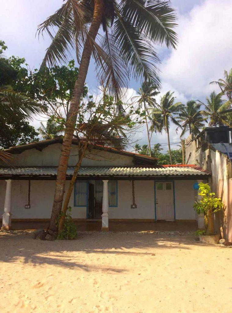Family Housae_on_the_ beach_ Sr_i Lanka