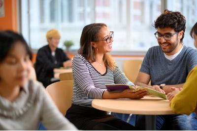 English language teacher helps Kuwaiti student