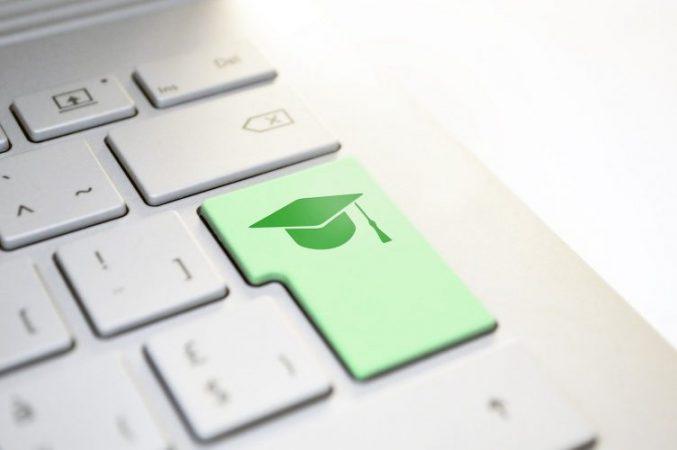 online English language teacher indicates students IELTS score